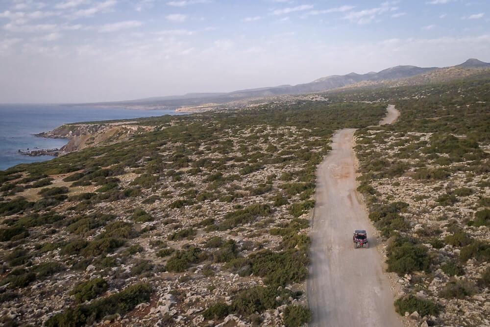 Drohnenaufnahme von unserer Buggytour auf Zypern