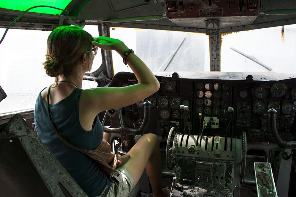 Bina-im-Flugzeug-Cockpit-Bangkok