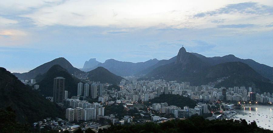 Rio de Janeiro mit seinem bekannten Wahrzeichen, dem Zuckerhut, in Brasilien