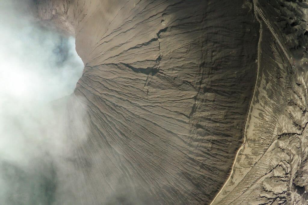 Drohnen-Foto vom aktiven Vulkan Bromo in Indonesien