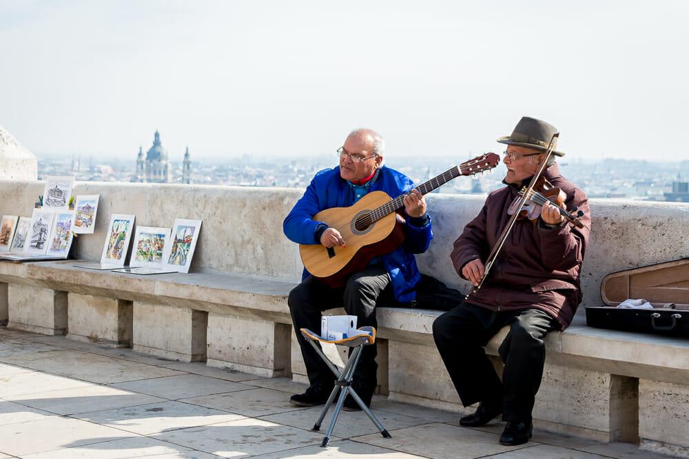 Straßenmusiker auf der Fischerbastei in Budapest