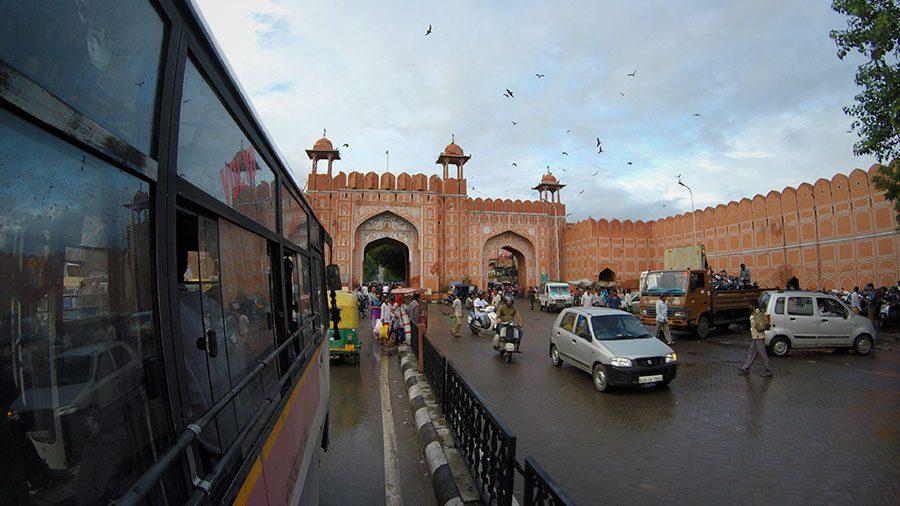 In Jaipur nimmst du lieber den Bus