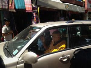 Dalai-Lama-Auto