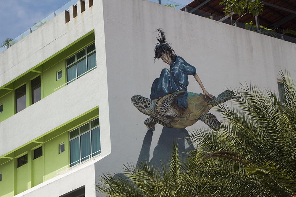 Girl On A Turtle: Straßenkunst von Ernest Zacharevic und Martin Ron