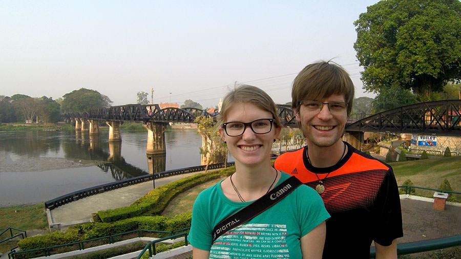 Bina und Francis an der Kwai Bruecke