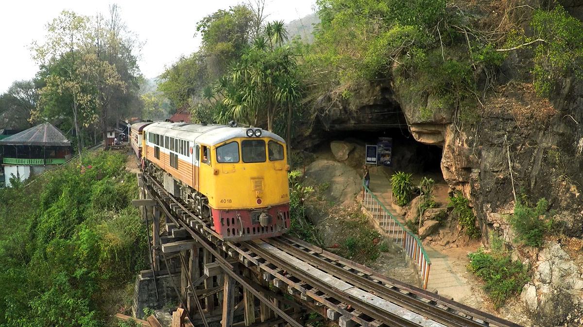 Kanchanaburi-Tham-Krasae-Bridge-Hoehle