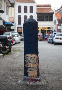 Marge Simpson-Streetart auf einem Straßenpoller in Penang