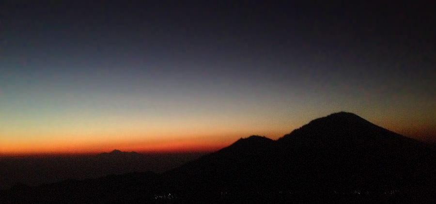 Mount-Batur-vor-Sonnenaufgang