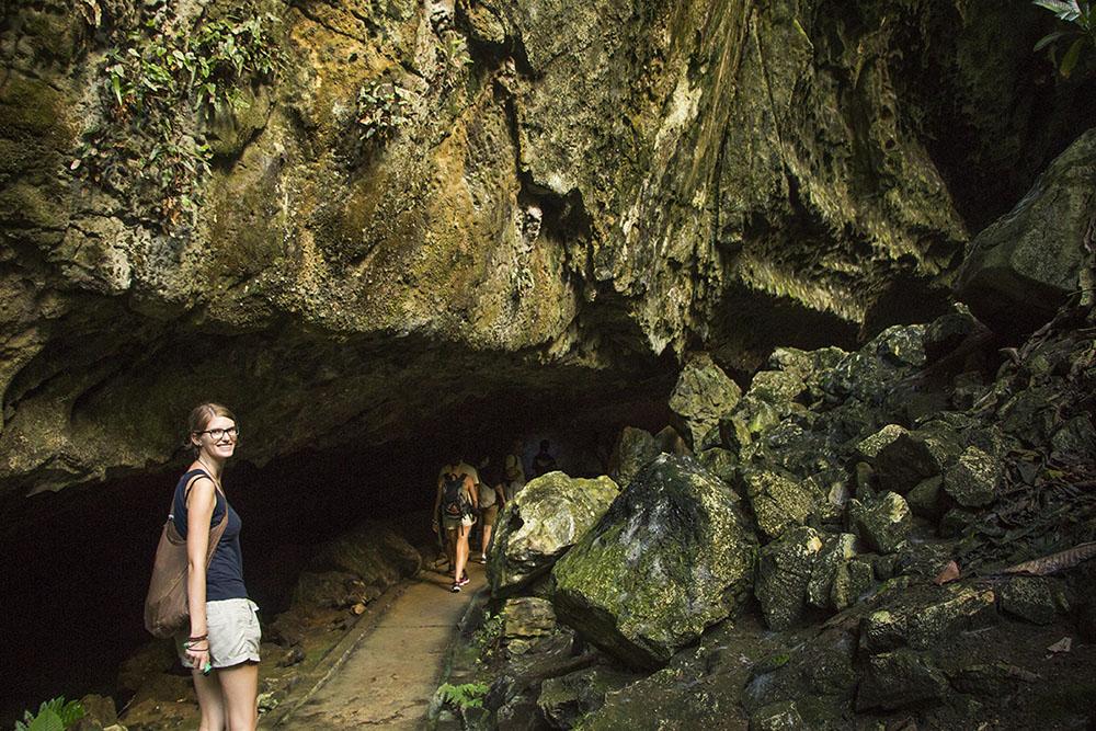 Auf dem Weg in die größten Höhlen der Welt auf Borneo