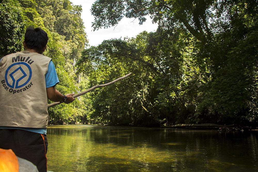 Im Mulu Nationalpark werden viele Touren angeboten. Etliche starten mit einer Bootstour.