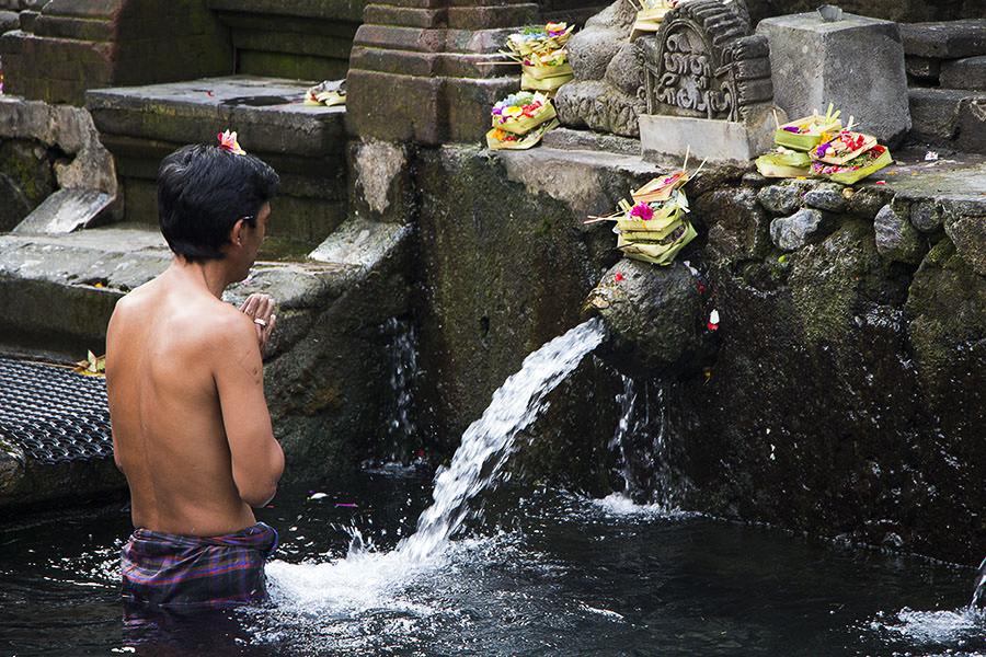 Opfergaben im Wassertempel Tirta Empul