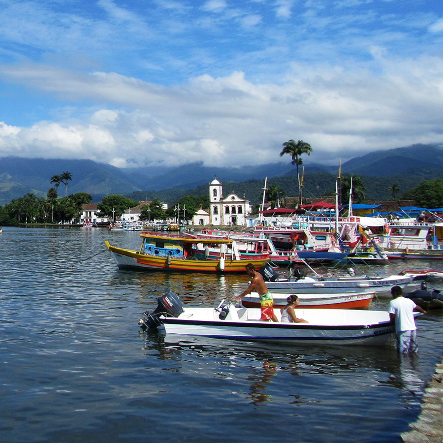 Boote in Paraty