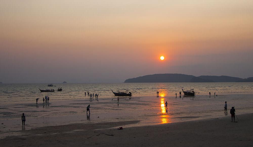 Sonnenuntergang-AoNang-Beach-Krabi-Thailand