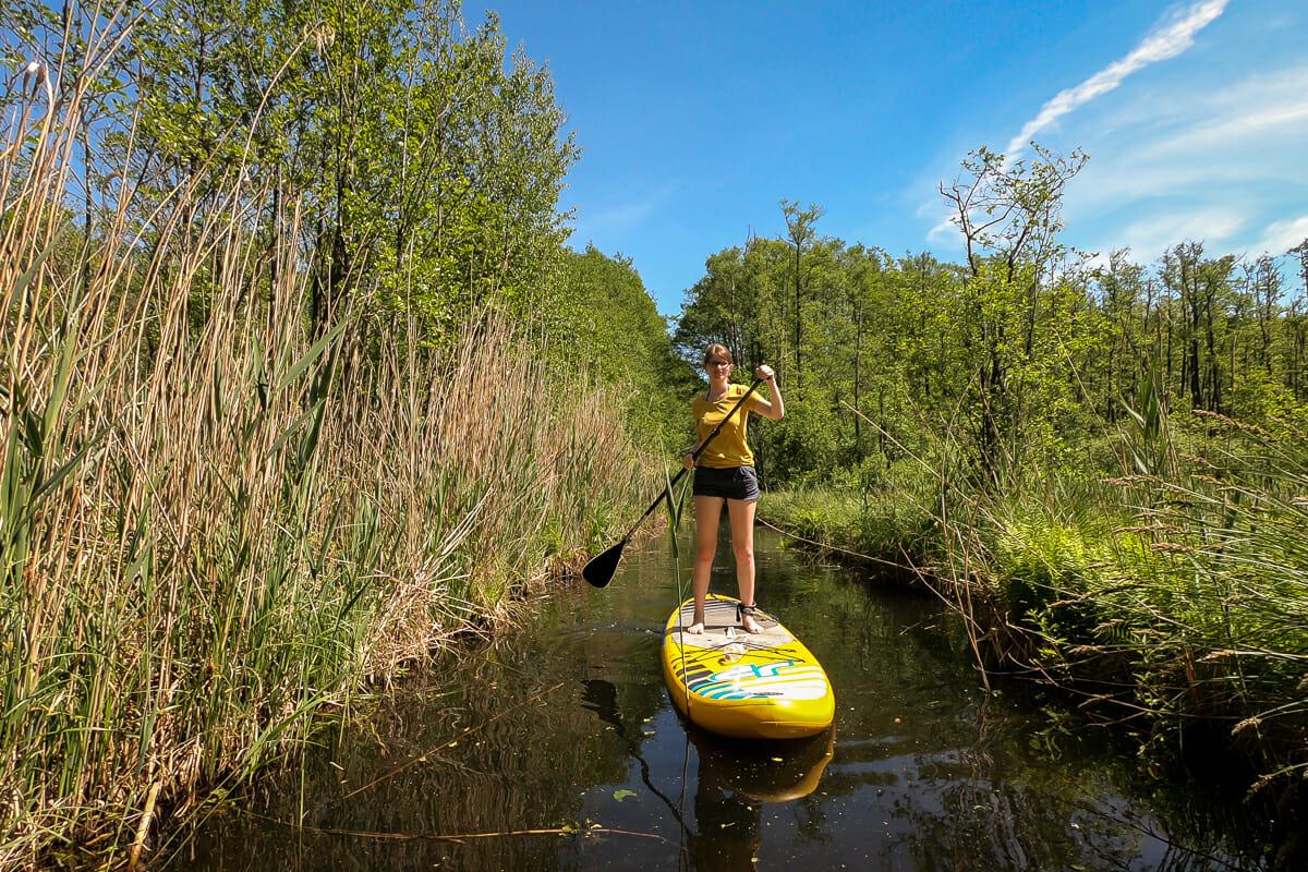 Stand Up Paddling entlang der Kanäle im Seenland Deutschland