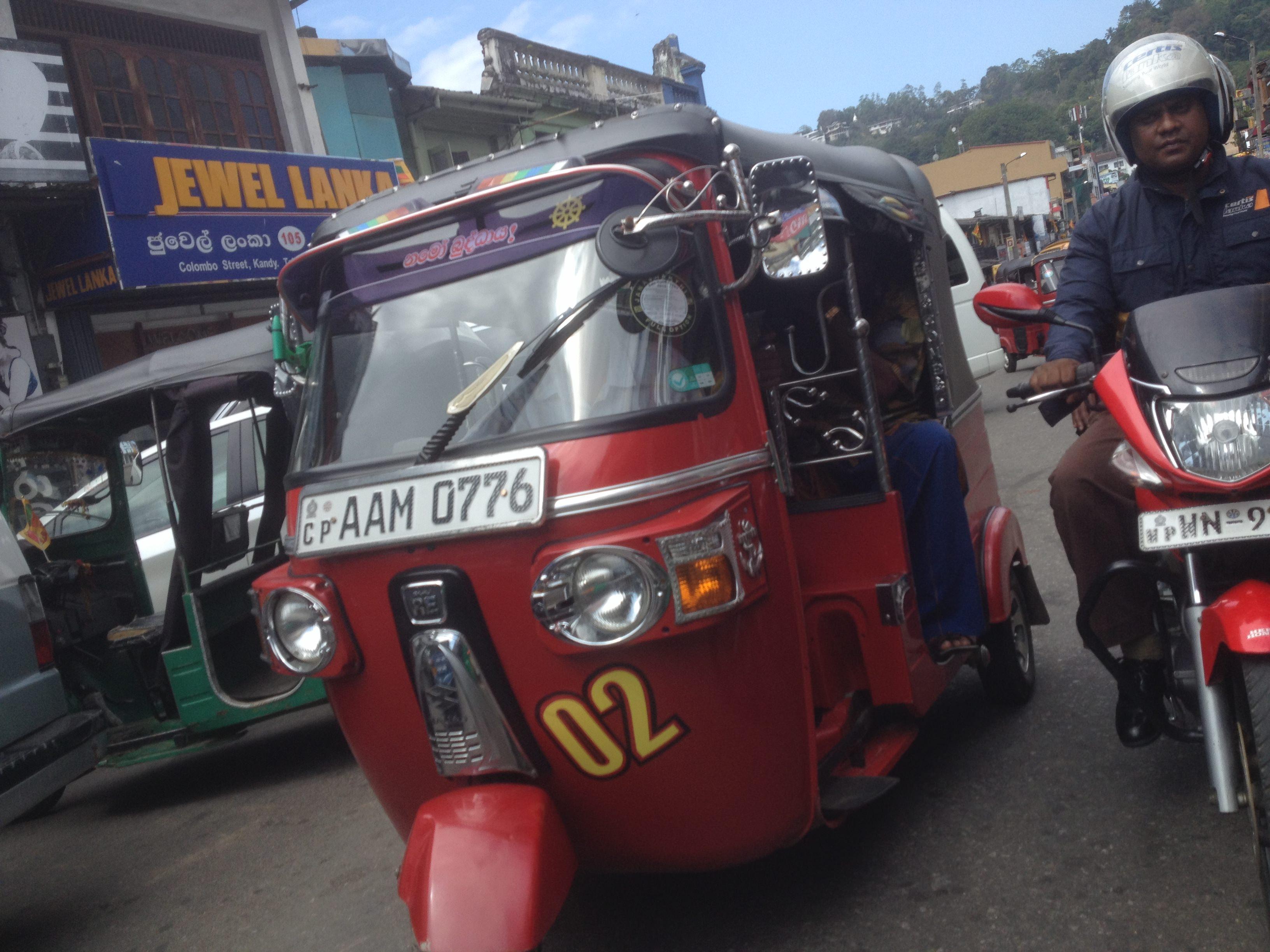 Im Sri Lanka Urlaub vor jeder Tuk Tuk Fahrt über den Preis sprechen