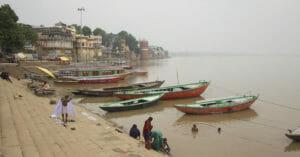 Varanasi-Boote-Baden-im-Ganges-Indien