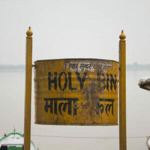 Ein heiliger Mülleimer am Assi Ghat