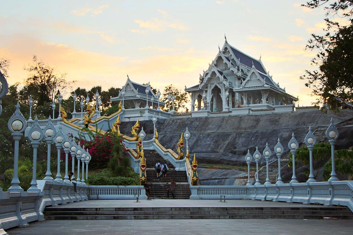 Wat-Kaew-Tempel-Krabi-Thailand