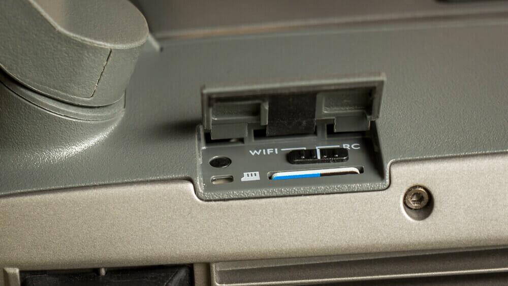 RC/Wifi-Schalter an der Seite der DJI Mavic Pro