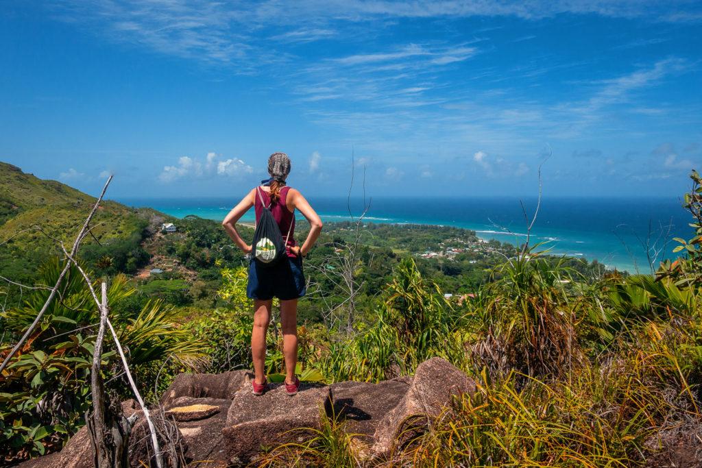 Aussicht auf die Grand Anse sowie den Cousin und Cousine Inseln