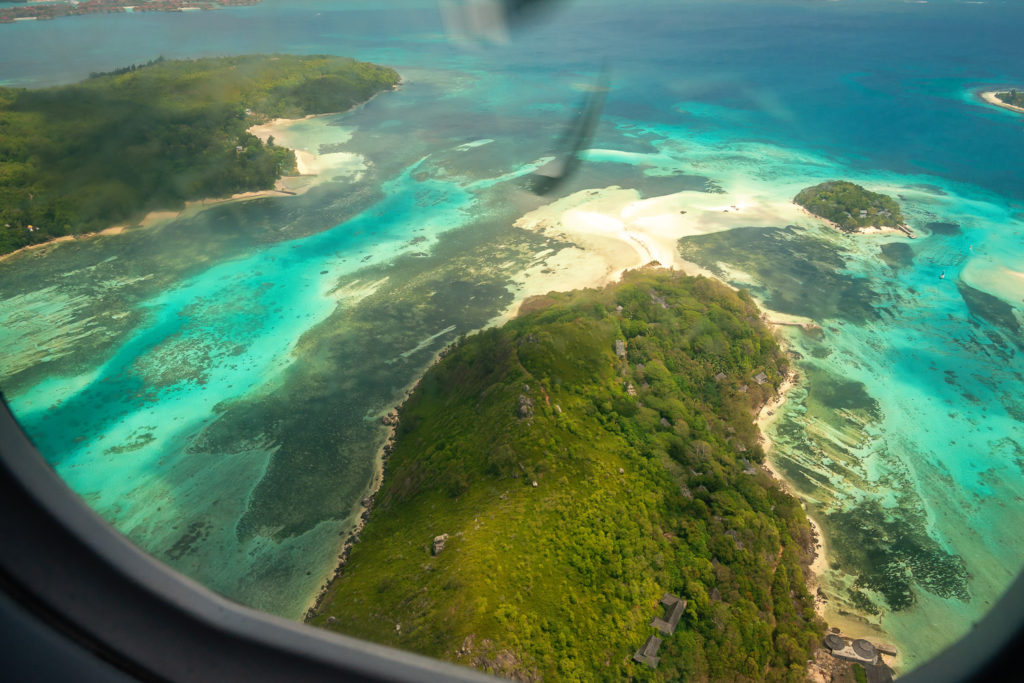 Aussicht aus der Propeller-Maschine beim Flug von Praslin nach Mahé