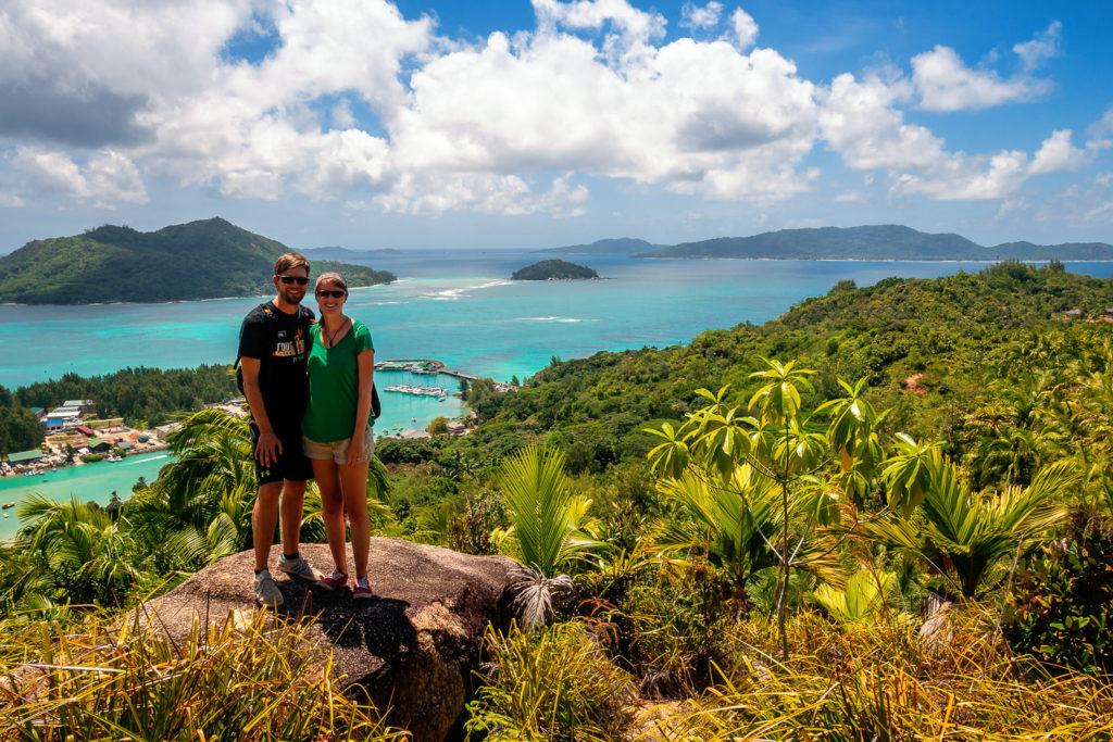 Aussichtspunkt im Fond Ferdinand mit Blick auf die anderen Inseln der Seychellen