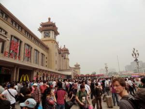 Bahnhof in Peking: Start der Zugfahrt durch China