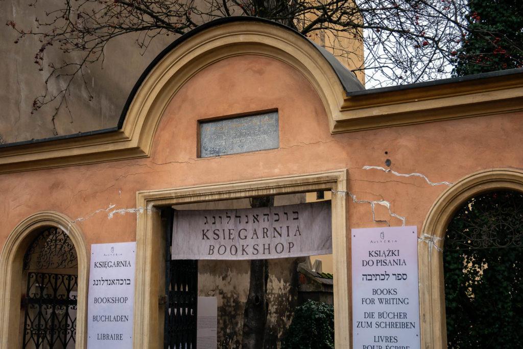 Buchladen mit vielen spannenden Büchern über das Leben der Juden in Krakau