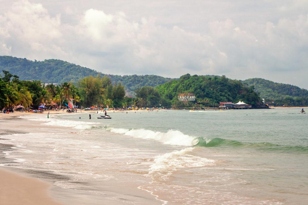 Der Strand von Cenang auf Langkawi