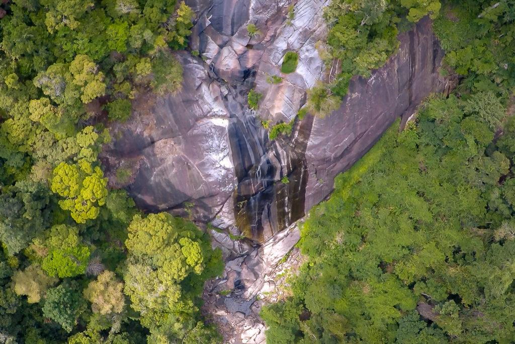 Der Wasserfall Seven Wells auf Langkawi von oben