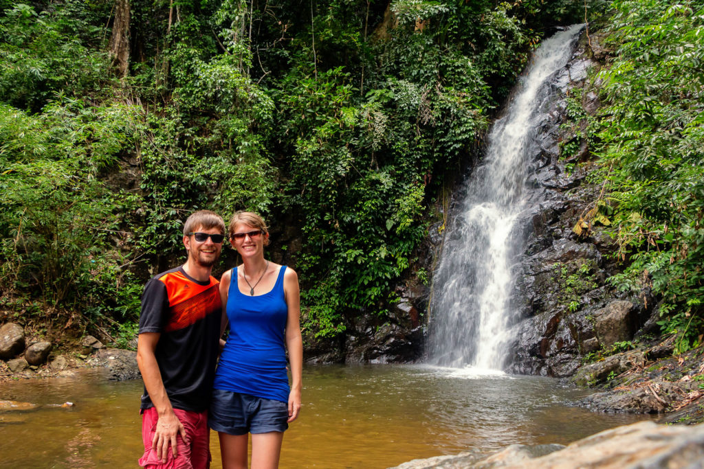 Beim Durian Perangin Wasserfall auf Langkawi in Malaysia