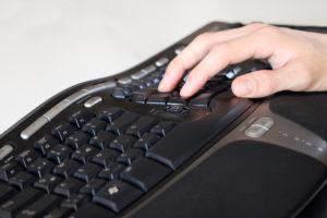 Meine ergonomische Tastatur hilft bei Beschwerden mit dem Mausarm