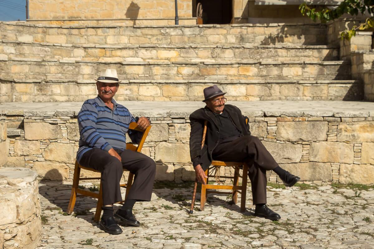 Herzliche Zyprer in Omodos auf Zypern