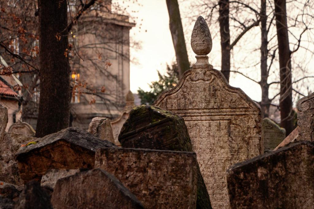 Eine wichtige Sehenswürdigkeit in Prag: der jüdische Friedhof