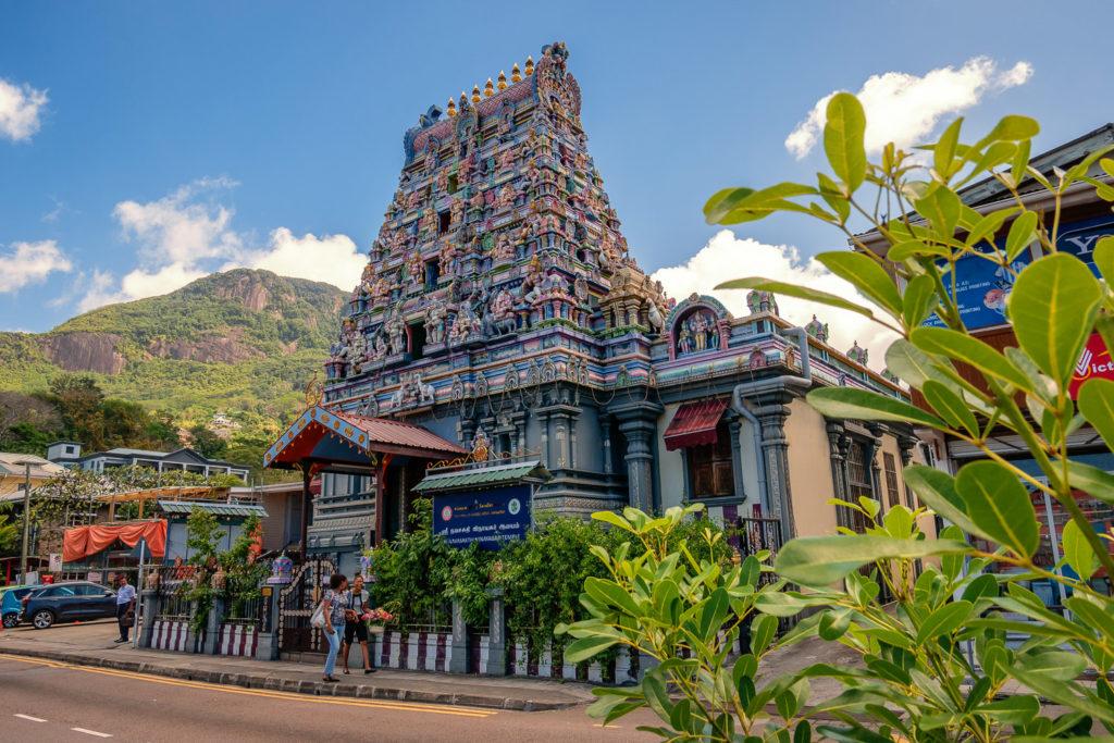 Auch ein Hindutempel gehört zu den bekanntesten Sehenswürdigkeiten in Victoria auf Mahé
