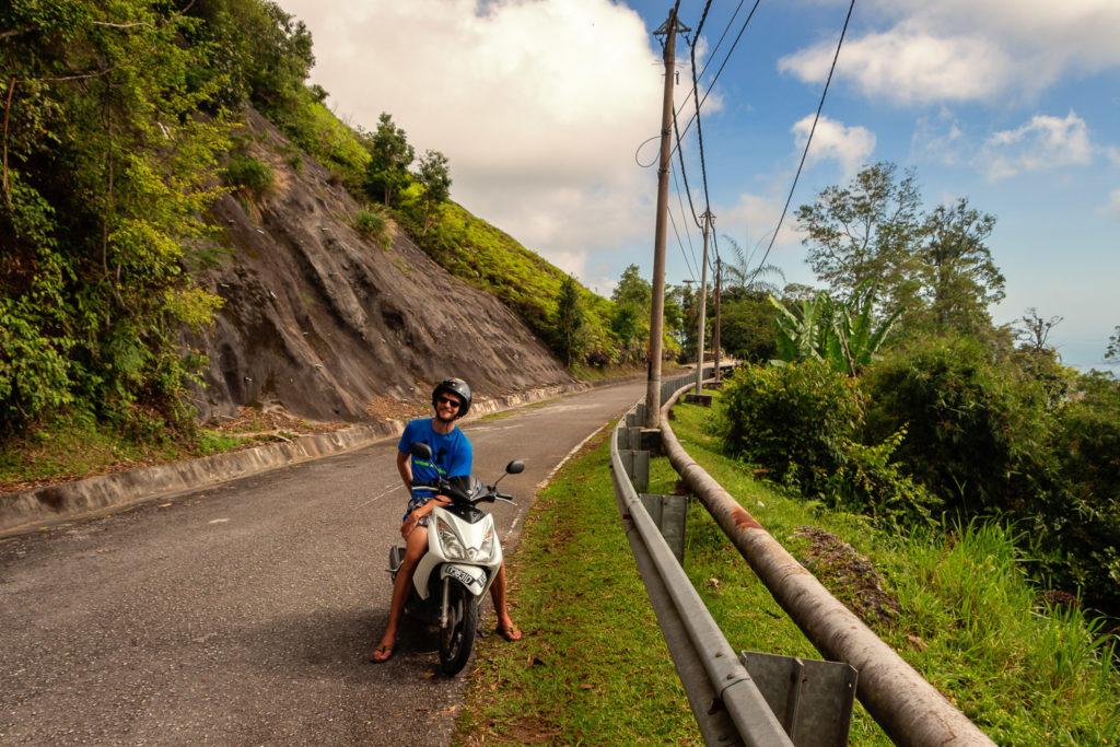 Mit dem Roller auf den Gunung Raya