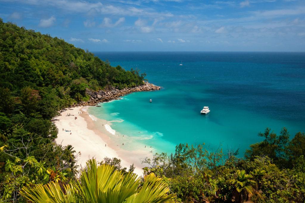 Einer der schönsten Strände der Seychellen: die Anse Georgette auf Praslin