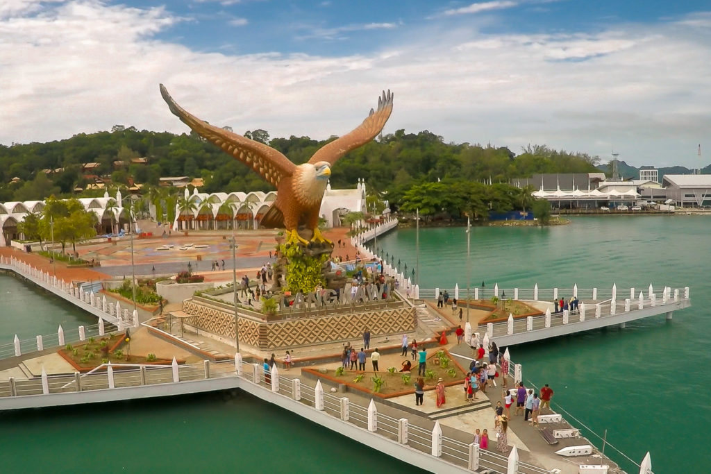 Die Seeadler-Statue am Eagle Square auf Langkawi
