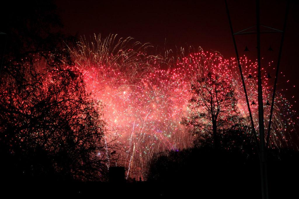 Vom Buckingham Palace kannst du das Feuerwerk sehen, ohne ein Eintrittsticket bezahlen zu müssen