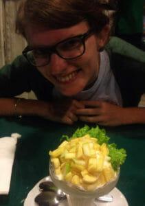 Auch sehr lecker: Eis mit Obst und Salatblatt