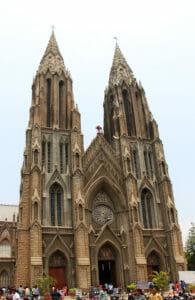 Die St. Philomena Kirche ist ein Nachbau des Kölner Doms
