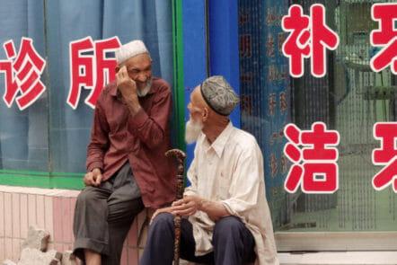Uigurische Herren im Gespräch in Kashgar