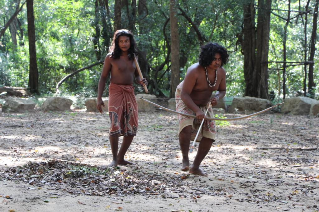 Veddas auf Jagd - Show-Programm für Touristen