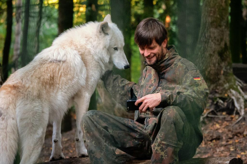 Selfie mit Wolf beim Besuch im Wolfcenter Dörverden