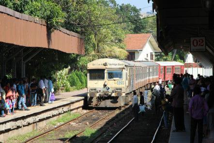 Zug im Hauptbahnhof von Colombo